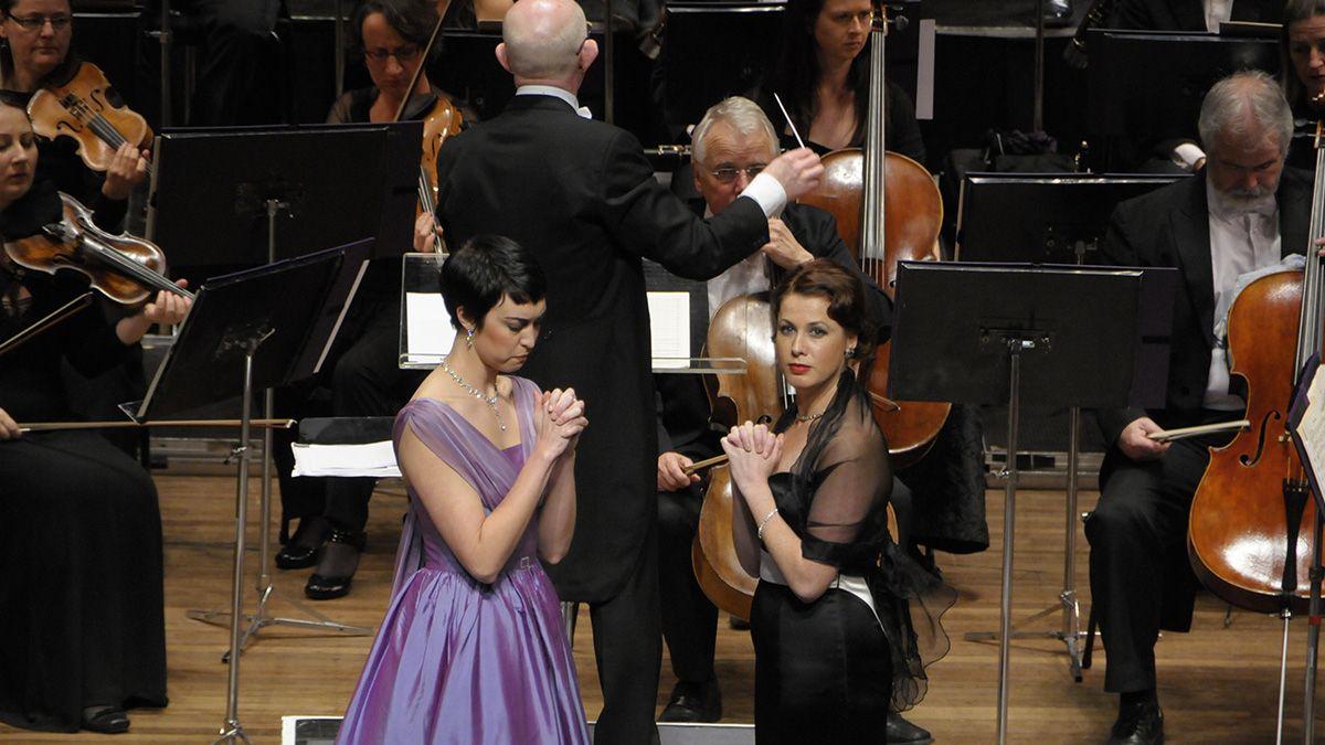 Opera singers Bianca Andrew and Carleen Ebbs