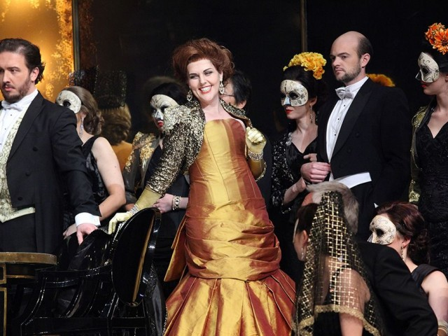 Rachelle Pike in the 2014 New Zealand Opera production of La Traviata.